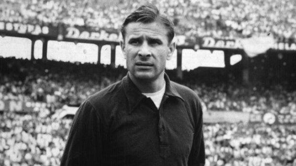 Thủ môn Nga Lev Yashin- thủ môn xuất sắc nhất thế giới thế kỷ 20